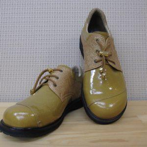 コンビの靴
