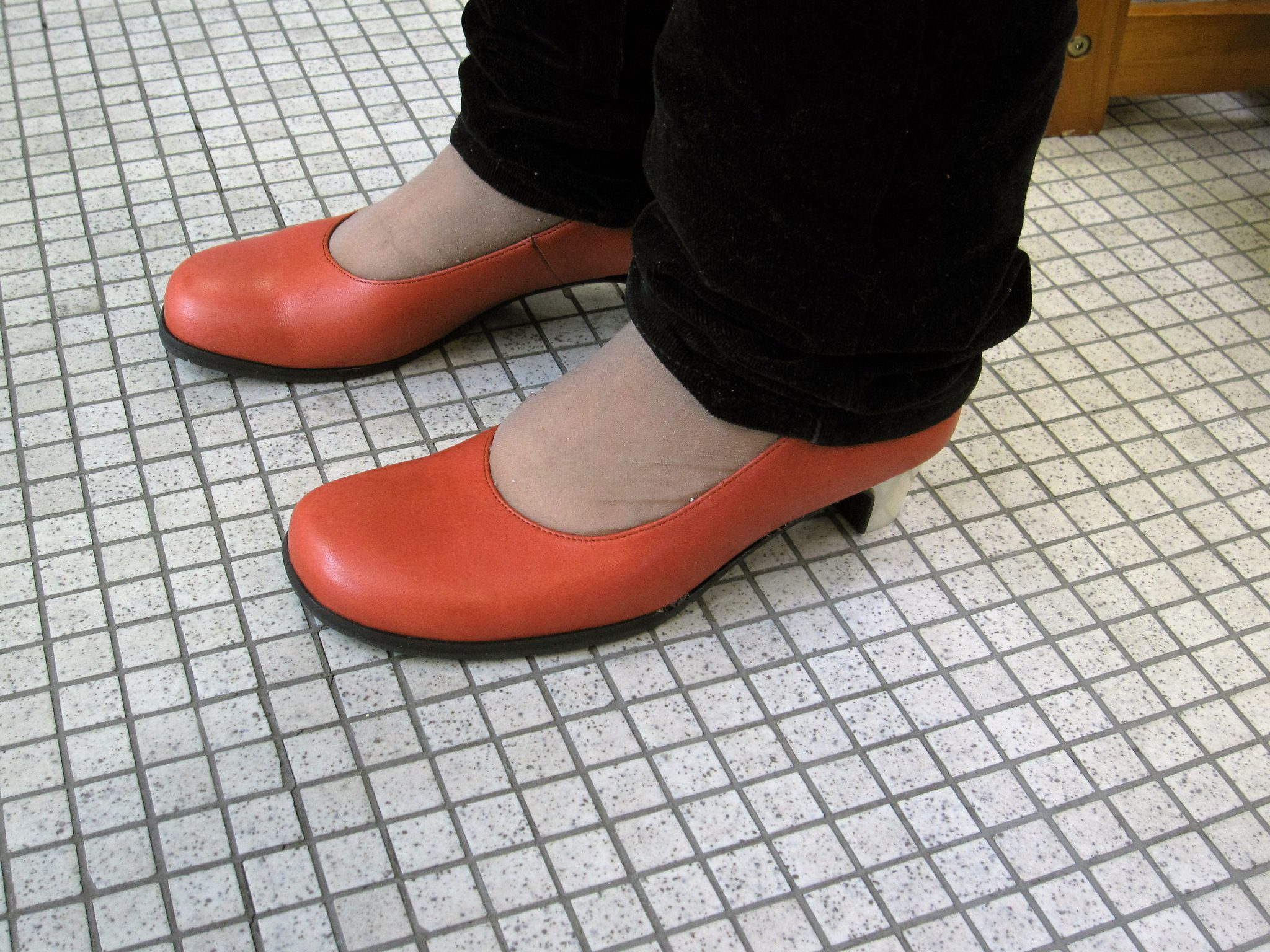足にやさしいパンプスの試し履きの日