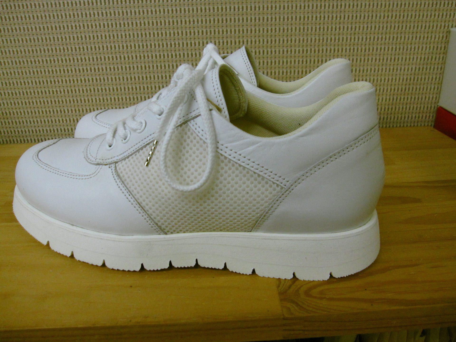新型コロナウイルスと戦う看護師さんのための足にやさしい靴・オーダーメイドシューズ